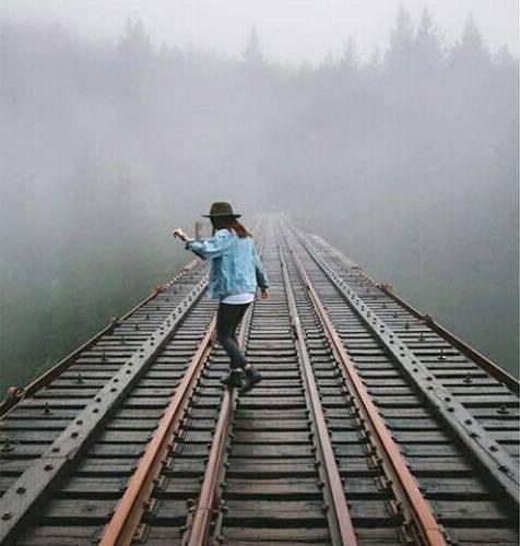 عکس پروفایل دخترونه با ریل قطار