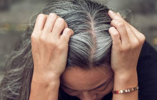 آیا کندن موهای سفید باعث میشود زیاد شوند؟